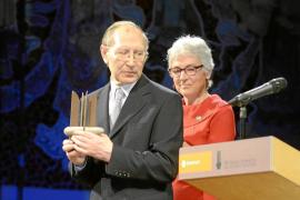 Josep Massot i Muntaner recibe en Barcelona el Premi d'Honor de les Lletres Catalanes