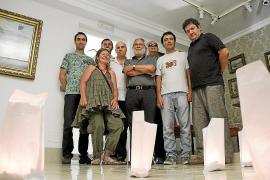 Cadena humana y velas para que «no se apague» el arte, la enseñanza y el futuro