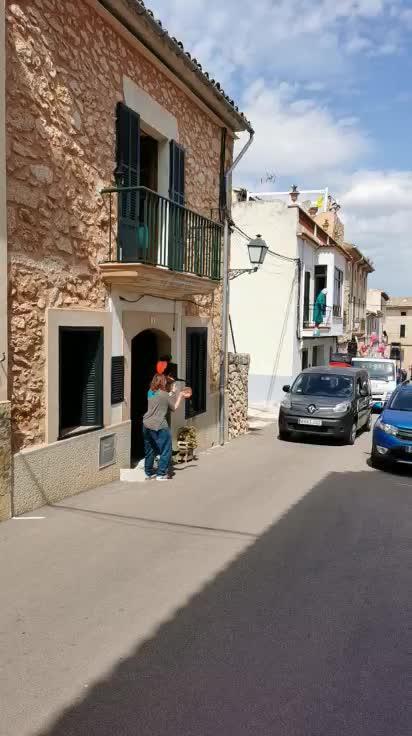 Santa Eugènia disfruta del vermut dominical desde el confinamiento