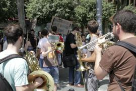 Música para protestar contra los recortes en «la calidad educativa» del Conservatori