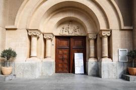 La misa en la iglesia de Santa Cruz de Ibiza, en imágenes (Fotos: Arguiñe Escandón).