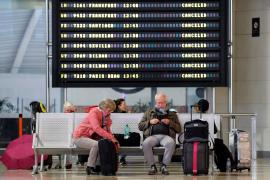 Denuncian a ocho aerolíneas por negarse a devolver el importe de los vuelos cancelados