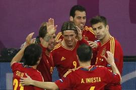 España recupera el fútbol al ritmo goleador de Torres