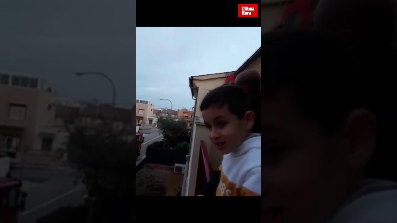 Emotiva felicitación de los bomberos de Palma a un niño por su cumpleaños