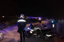 Gran despliegue policial para sacar a una mujer de Son Banya con síntomas de COVID-19