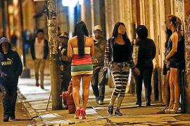 Limpiadoras, cuidadoras y prostitutas tendrán subsidios en Baleares
