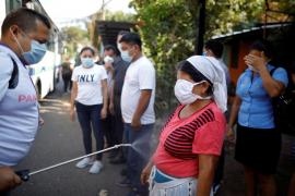 Amenaza en El Salvador: quien se salte la cuarentena ingresará en un centro para contagiarse