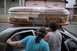 Ecuador: Guayaquil con cadáveres esperando, alarma social y escasez de paracetamol