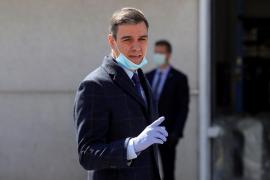 Pedro Sánchez visita una empresa que suministrará respiradores