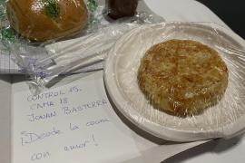 El detalle de las cocineras en el menú de un paciente del hospital de Ifema