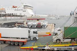 Las navieras recortan flota para transportar mercancías a Baleares