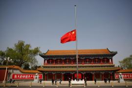 China guarda un respetuoso luto y silencio por las víctimas del virus