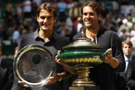 Haas sorprende a Federer en Halle y consigue un título tres años después