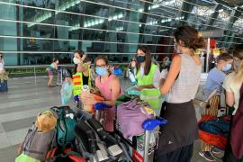 Unos 3.000 españoles buscan regresar al país con la ayuda de Exteriores