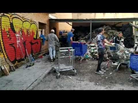 Zafarrancho de limpieza en los patios de la vieja cárcel de Palma