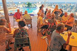 Los mallorquines del 'Costa Deliziosa': «El Gobierno sigue sin darnos una respuesta»