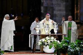 El obispo de Mallorca desea una pronta recuperación a los enfermos por coronavirus durante la Misa Crismal