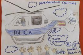 La policía regala una bicicleta y camisetas en su concurso de dibujo infantil