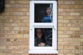 El Reino Unido aún no ve el pico de la epidemia y alargará el confinamiento
