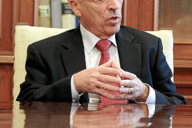Antoni Monserrat: «Las explicaciones que ha dado Dívar son esotéricas»