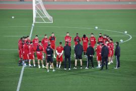 La plantilla del Mallorca tiene asegurado el cobro íntegro de sus fichas si vuelve la Liga