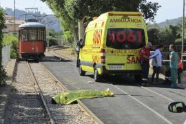 Un hombre muere arrollado cuando intentaba subir al tranvía de Sóller en marcha