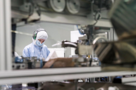 Los trabajadores de Baleares de actividades no esenciales tendrán que utilizar mascarillas