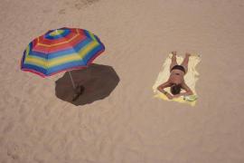 Reyes Maroto: «Habrá que guardar la distancia un tiempo, hasta en la playa»