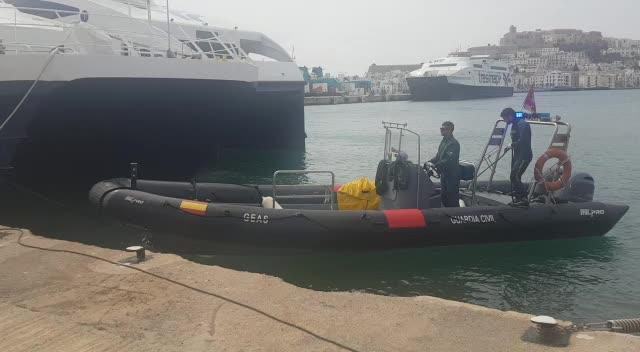 Los GEAS recuperan el cadáver de un hombre en una zona acantilada de Ibiza