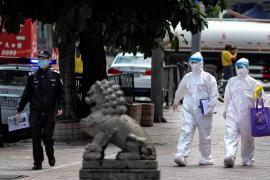 China inicia los ensayos clínicos de 2 posibles vacunas contra el coronavirus