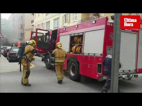 Alarma al incendiarse una alternadora de obra en Palma