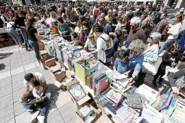 Sant Jordi 'pasa página' con propuestas de editoriales, librerías e instituciones