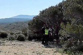Denuncian a un hombre por acampar en Cala Mitjana