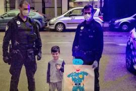 El detalle del pequeño Marcos con la Policía de Palma