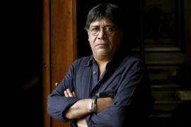 El escritor chileno Luis Sepúlveda muere por coronavirus en Oviedo