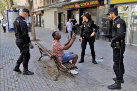 Gran despliegue policial por sorpresa en las calles de Son Gotleu por la cuarentena