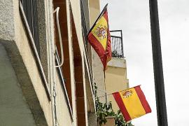Ciutat de banderas por todo lo alto