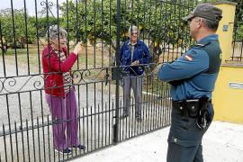 La Guardia Civil visita las fincas apartadas para ayudar a los vecinos en cuarentena