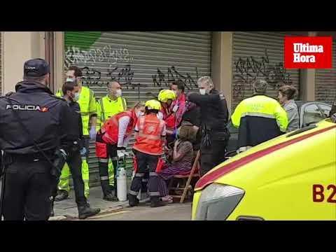 Una mujer, grave tras precipitarse de un cuarto piso en llamas
