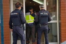 Sancionan a seis personas al sorprenderlos en un bar fumando y bebiendo en Palma