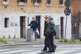 Remite de nuevo el número de muertos en Italia y se preparan para su reapertura gradual