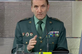 El general Santiago se defiende: «Las personas están por encima de las ideologías»