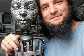 El escultor Tomás Barceló