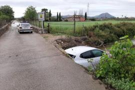 Un coche cae a un torrente de Pollença y la conductora sale ilesa del accidente