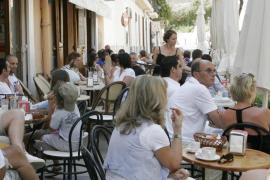La amenaza de cuatro huelgas pone en jaque a Balears en pleno verano