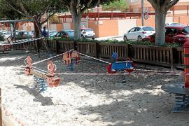 Refuerzo en el precinto de zonas infantiles y parques ante la salida de los niños
