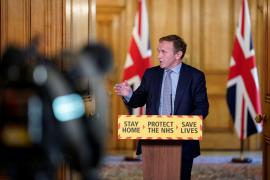Las muertes en Reino Unido marcan la cifra diaria más baja en un mes