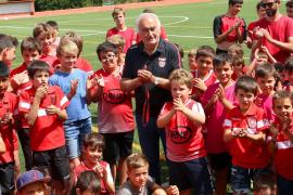 El emotivo vídeo de los niños del Club Esportiu Palmanyola dedicado a su presidente