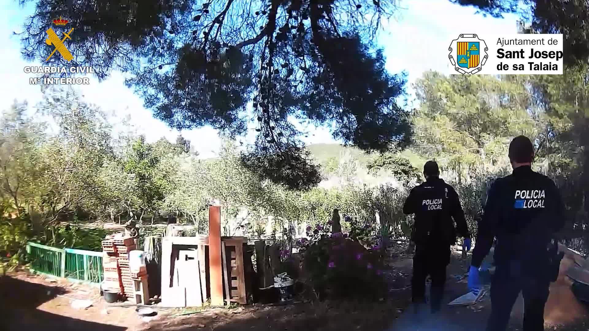 La Guardia Civil irrumpe en una fiesta celebrada en una villa de lujo en Ibiza