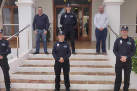Dos de los tres nuevos agentes interinos que se han incorporado a la Policía Local de Sant Josep